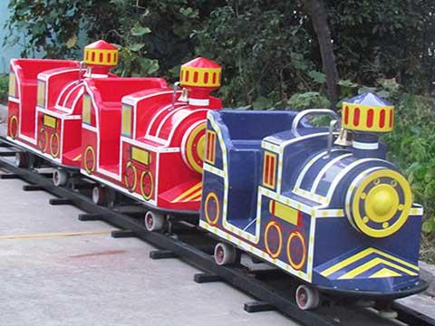 детский поезд аттракцион парковый