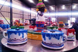 Аттракцион чашки на завод в Китае